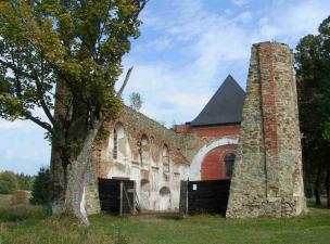 vybydlená vesnice Pohoří na Šumavě (dnes opět ožívá)