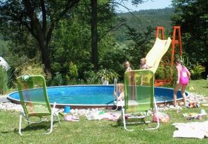 bazén u chalupy, ubytování s bazénem