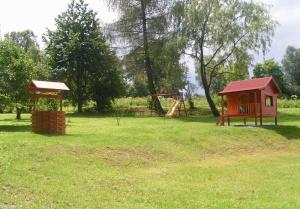dětské hřiště, dětský domeček
