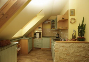 detail kuchyňský kout (chladnička, mrazák...myčka)