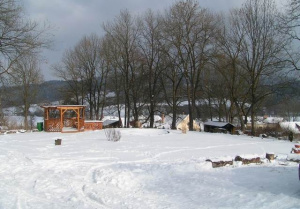 altán a údolí v zimě