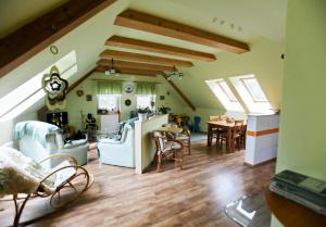 společenská místnost A (krb, kuchyň...přistýlka 2x)