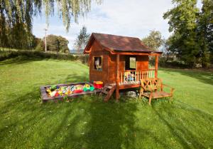dětský domek u chalupy